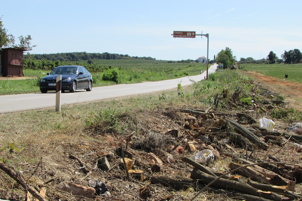 http://www.novigrad.hr/od_21._rujna_za_promet_se_zatvara_cesta_od_dajle_do_marede_od_1._listopada
