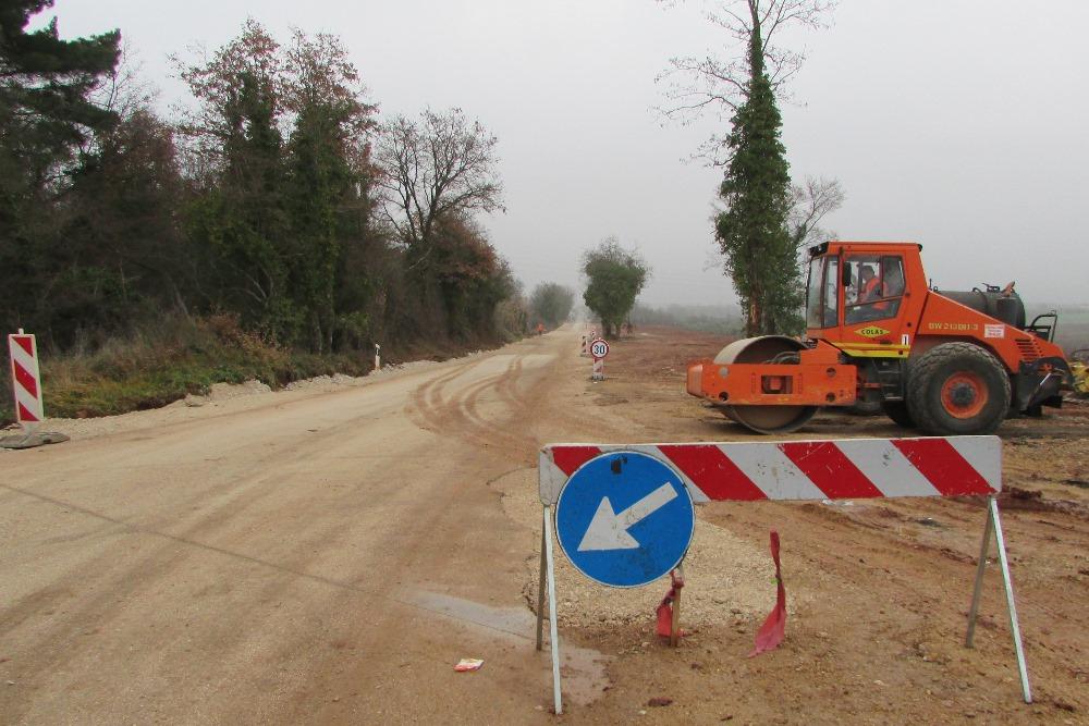 http://www.novigrad.hr/rekonstruira_se_dio_prometnice_na_prilazu_stradi_kontesi