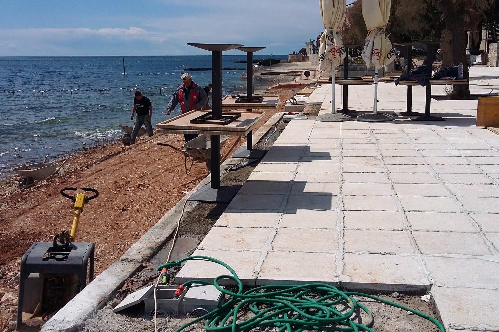 http://www.novigrad.hr/continuano_i_lavori_di_assetto_della_spiaggia_e_delle_aree_pedonali_di_riva