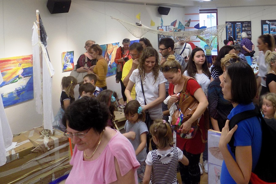 http://www.novigrad.hr/pesciolini_i_pchelice_u_kreativnom_zagrljaju_mora