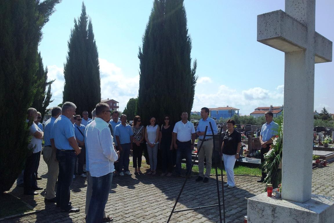 http://www.novigrad.hr/vijenci_i_minuta_shutnje_povodom_dana_pobjede_i_domovinske_zahvalnosti1