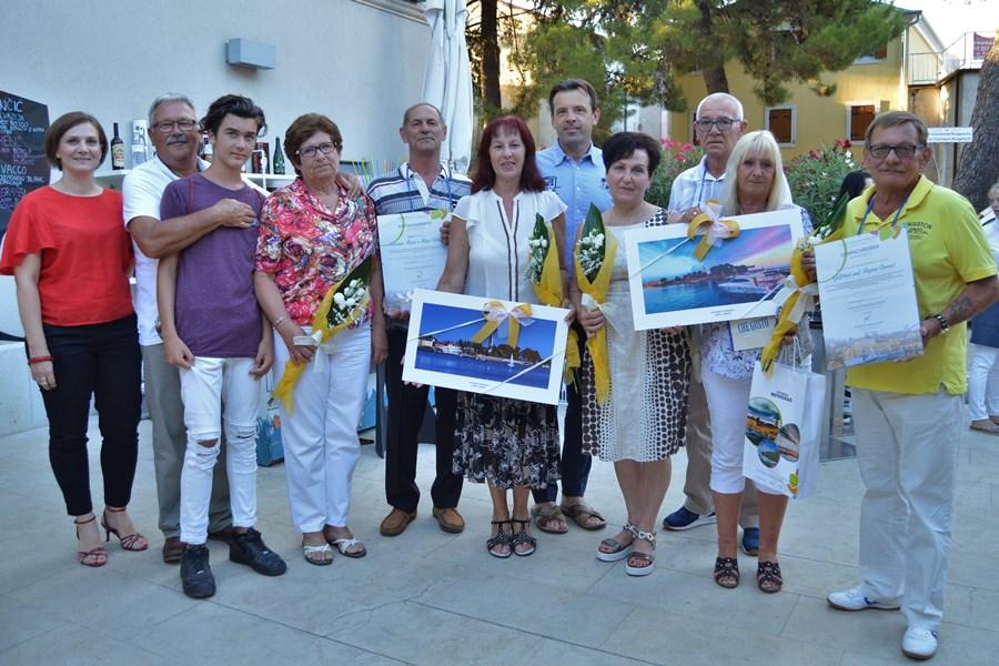 http://www.novigrad.hr/turistichka_zajednica_zahvalila_vjernim_gostima