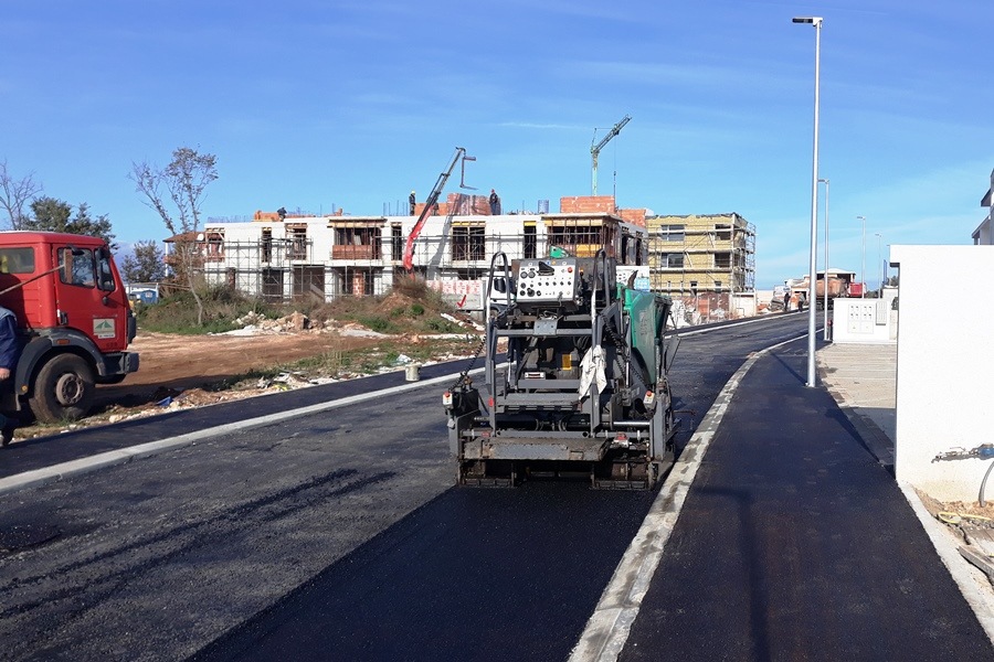 https://novigrad.hr/asfaltata_la_nuova_strada_con_infrastruttura_di_supporto_a_vidal