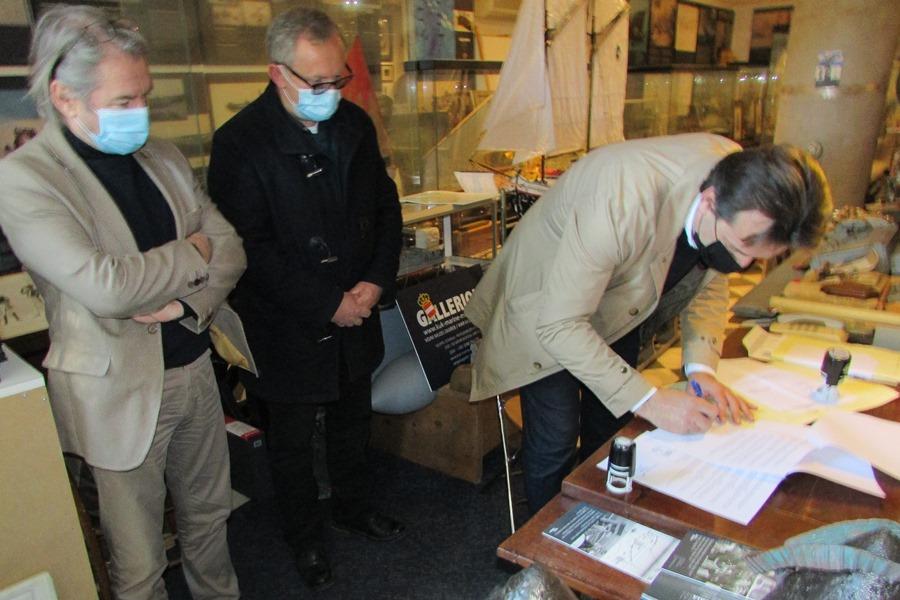 https://novigrad.hr/potpisan_ugovor_o_suradnji_grada_i_ppmi_a_na_formiranju_zavichajne_muzejske