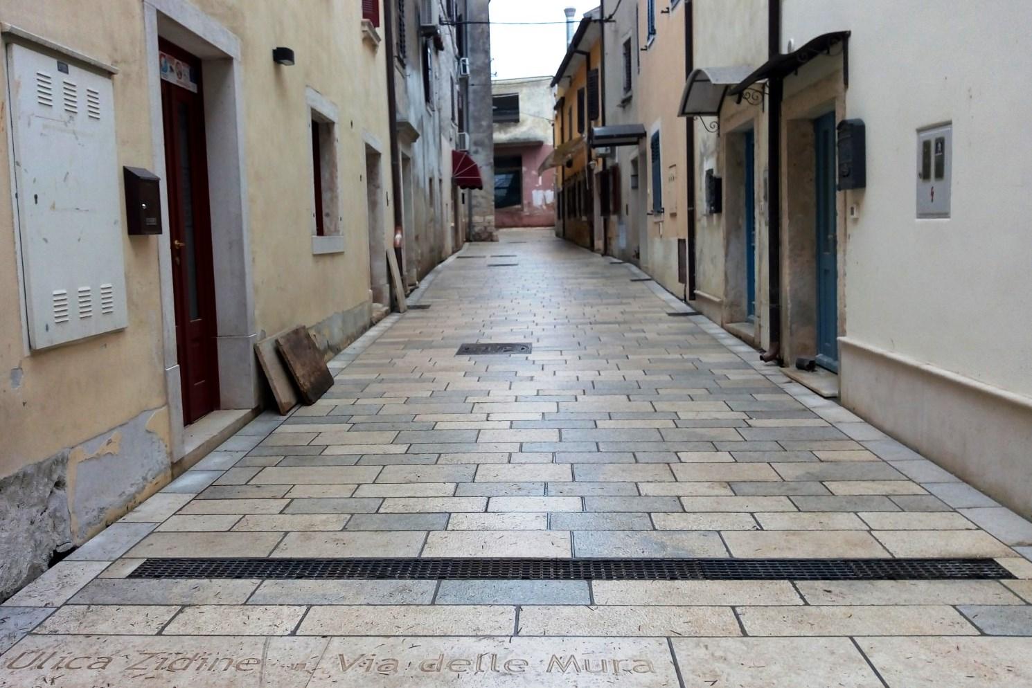https://novigrad.hr/via_delle_mura_la_prima_nella_storia_con_pavimentazione_in_pietra