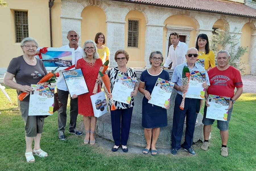 https://novigrad.hr/nagrade_najureenijim_okunicama_i_balkonima_supruzhnicima_sari_posebna_zahva